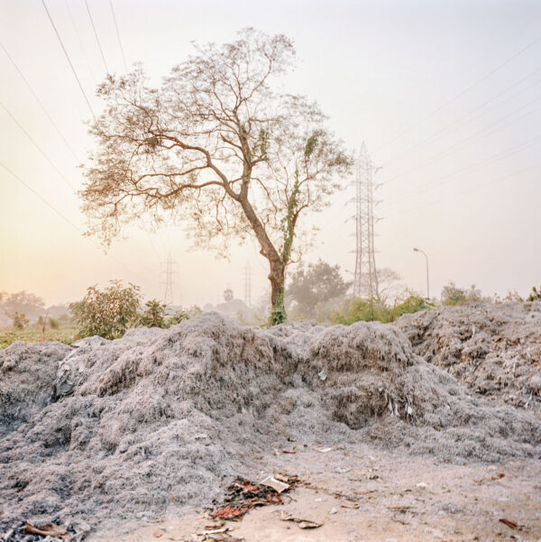 Giulio Di Sturco_Leather tanneries along the river, in the outskirts of Kolkata, 2010